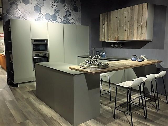 Cucina Berloni B50 anta taglio inclinato a Milano - Sconto 40%