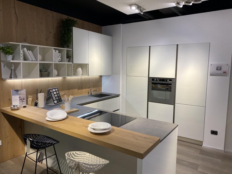 Cucina Con Penisola Veneta Cucine Reflex A Trento Sconto 46