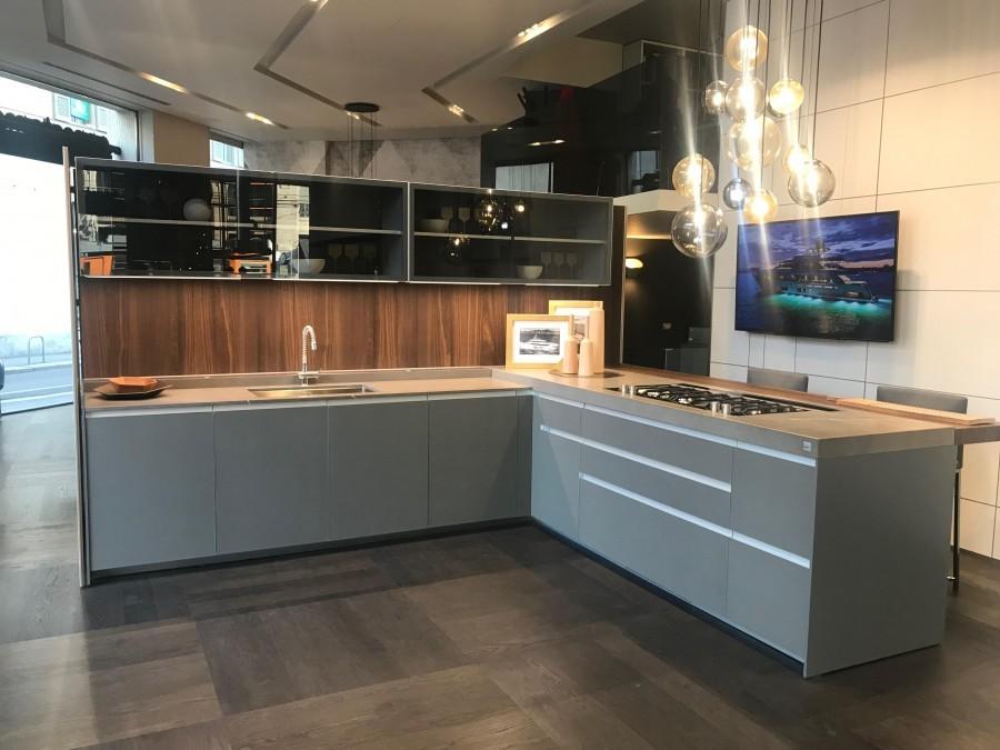Cucina con penisola ernestomeda icon air 28 a milano for Ernestomeda cucine
