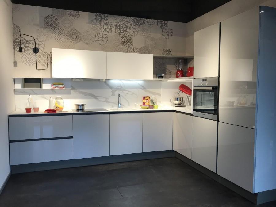 Cucina angolare stosa cucine alev a milano sconto 47 for Negozi cucine milano