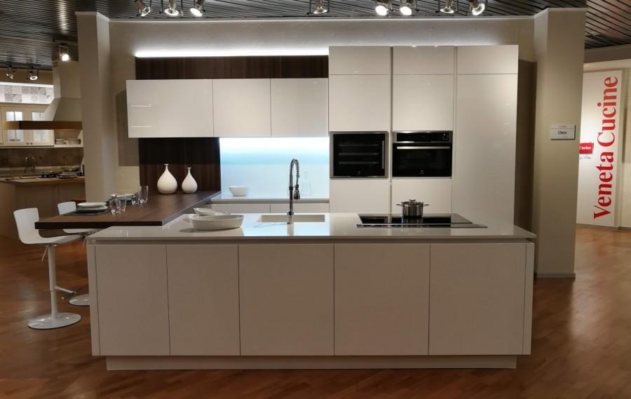Cucina con Isola Veneta Cucine Oyster a Monza e Brianza - Sconto 41%