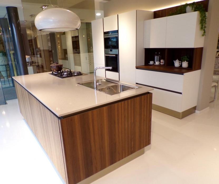 Valutazione Veneta Cucine.Cucina Con Isola Veneta Cucine Oyster Pro