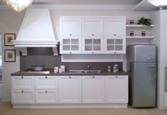 Cucina lineare castagna cucine gallery a pisa for Marioni arredamenti