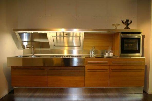 Cucina lineare snaidero kube a como for Enormi isole di cucina