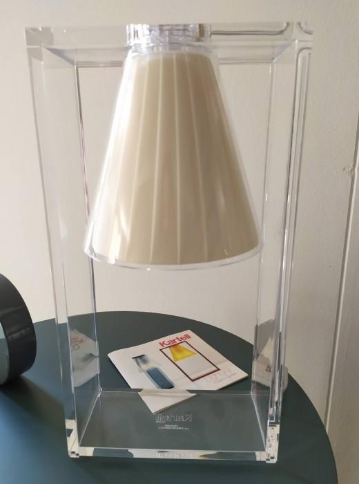 Lampada da tavolo kartell light air a pavia sconto 40 for Arredamenti romanoni srl pavia