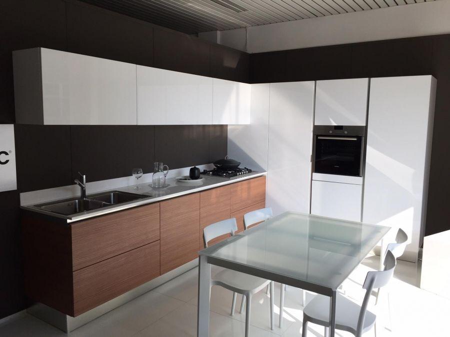 Cucina scic levanto a lecco codice 13123 for Offerte cucine lineari