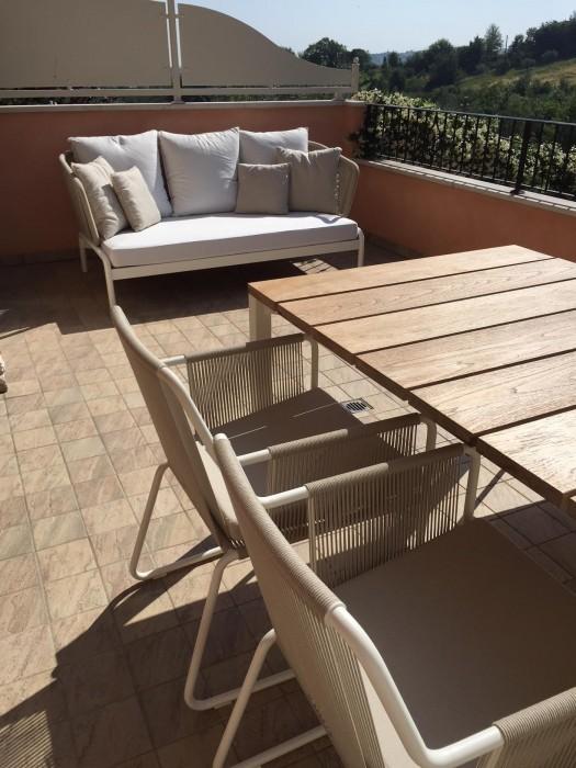 Arredamento outdoor roda tavolo light pier e sedie harp a for Arredamento outdoor design