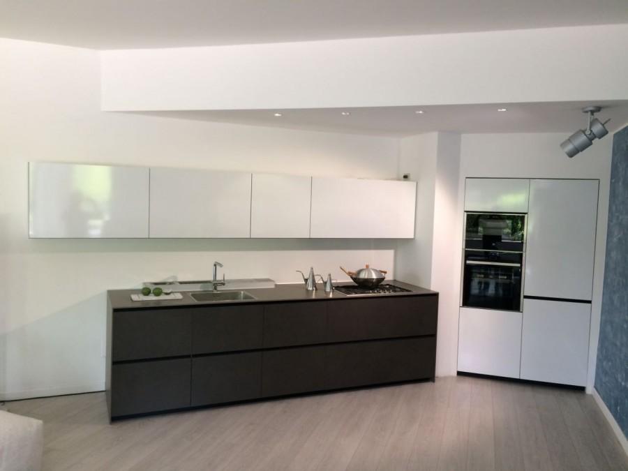 Cucina lineare valcucine riciclantica a milano sconto 50 for Cucine occasioni