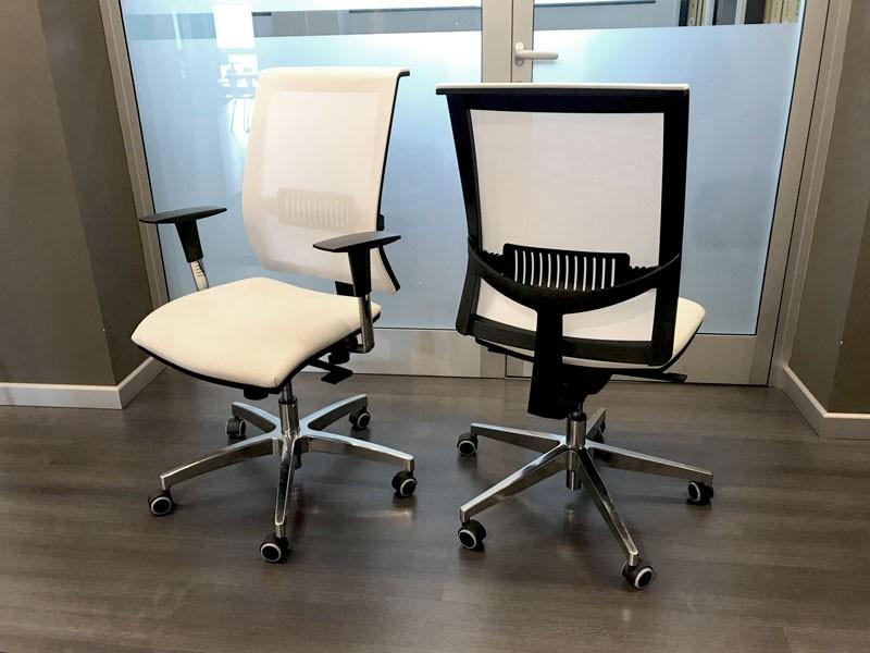 Produzione Sedie Ufficio.Poltroncina Produzione Artigianale Gruppo Di Sedie Da Ufficio