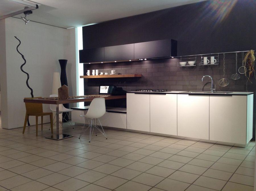 Cucina effeti segno a como codice 12007 for Cucine italiane design moderne