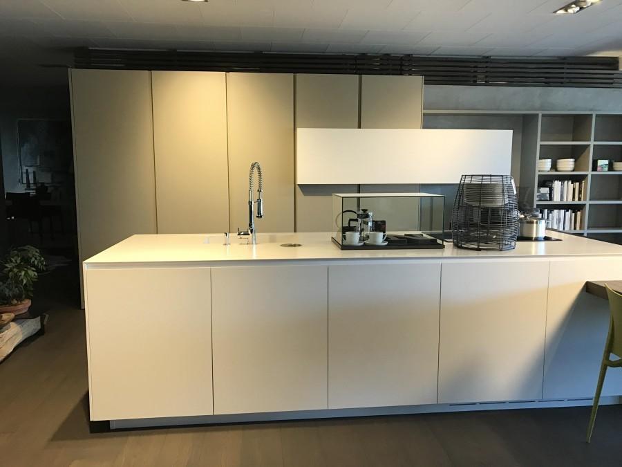 Cucina la casa moderna sistematica a milano codice 17070 for Casa moderna milano