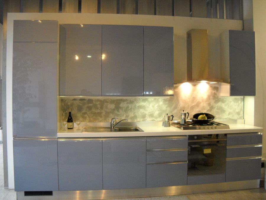 Cucina lineare scavolini tess a como for Spinelli arredamenti