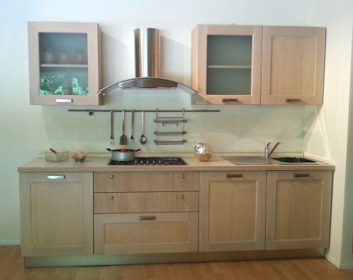 Cucina lineare castagna cucine torcello a pisa for Modulo arredamenti pisa