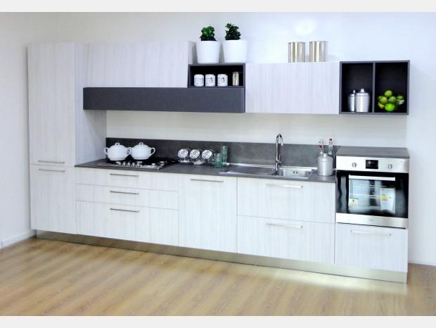 Cucine Arredo Tre Prezzi: Arredo cucina siria rovere grigio bianco lucido.