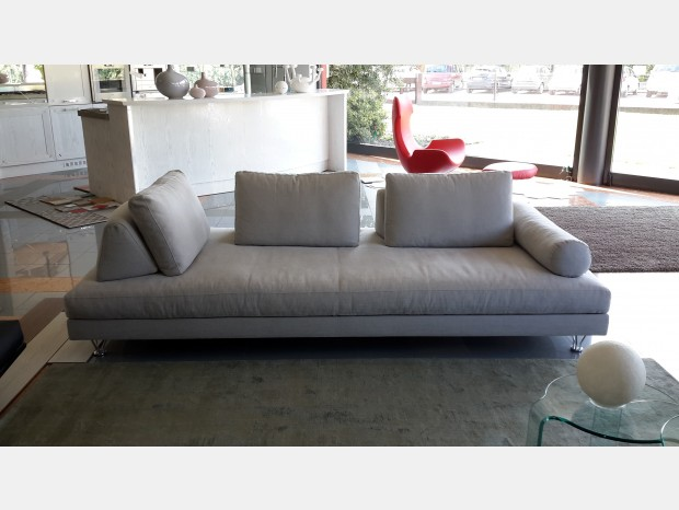 Divani e sof antichi in pelle o tessuto divano in spagnolo