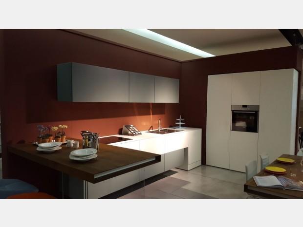 Cucina modulnova light vetro verona for Squassabia arredamenti