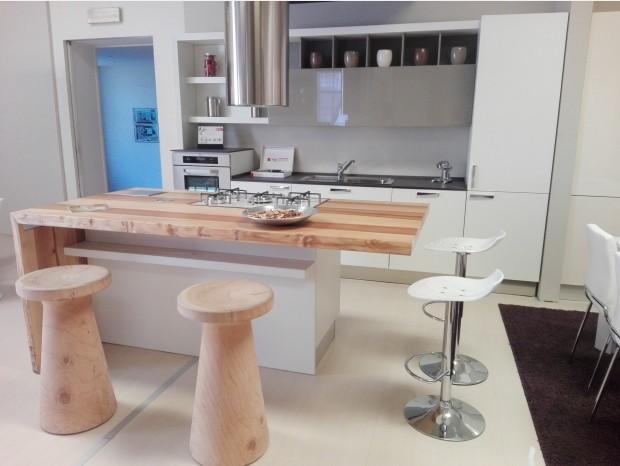 Cucina con Isola Produzione Artigianale Plana