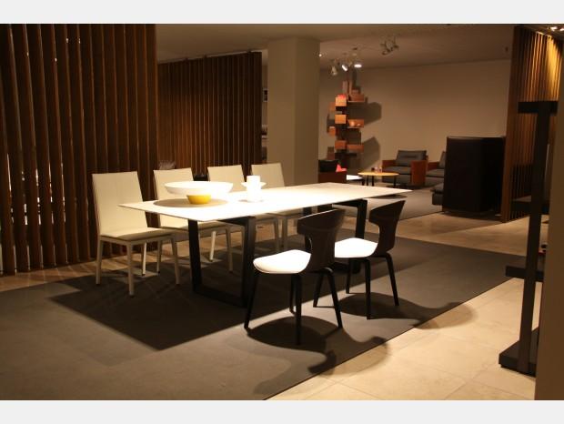 Tavoli e sedie poltrona frau for Lorusso arredamenti