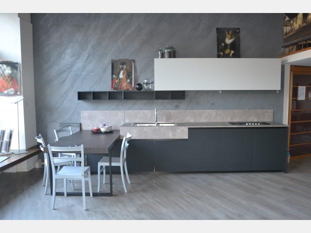 Cucina con penisola Ernestomeda One80