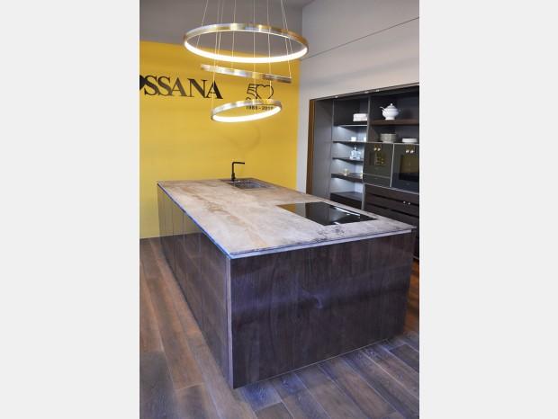 Cucina con Isola Rossana Isola W75 e colonne TU23