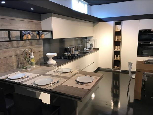 Cucina con penisola Camagni Cucine Fenix