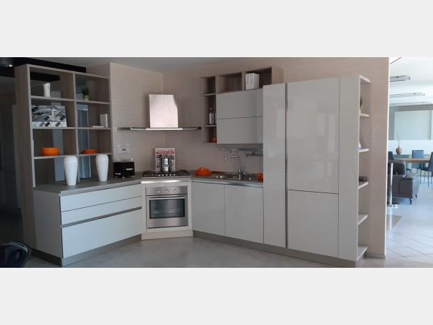 Cucina angolare Veneta Cucine LIKE GO LUCIDA