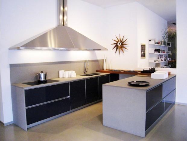 Cucina con penisola Schiffini One Glass