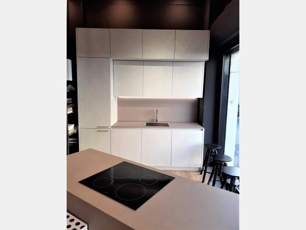 Cucina con Isola MVK+ITALIA SP3
