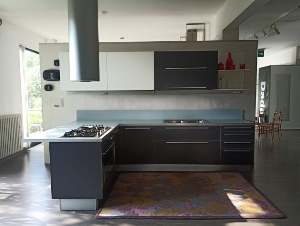 Cucina con penisola Dada Vela Alluminium
